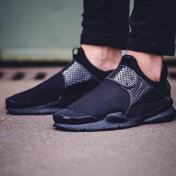 newest d4171 acf61 Nike Sock Dart Black Slip ons 🖤